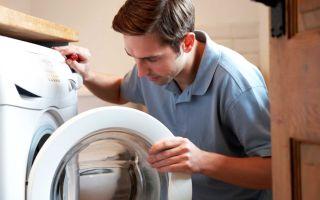 Почему стиральная машина набирает воду, но не стирает?