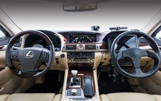 Японцами создан автомобиль с двумя органами управления