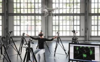 Создана технология управления дроном при помощи человеческих движений